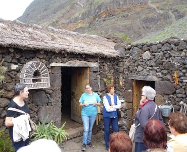 Visita a la Isla de El Hierro   con nuestra Guía de Turismo : Grupo de León y Valladolid. / Visit to El Hierro Island with our Local Tour Guide : Group of Spaniards from León and Valladolid.